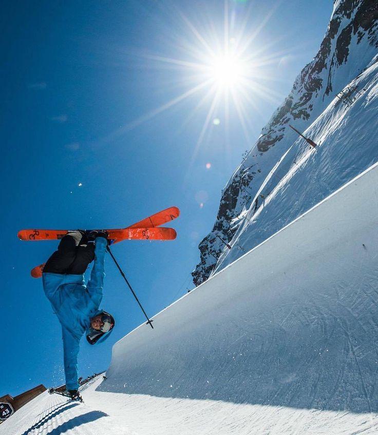 Super verssaire - Super papy 👴 *** credit to @arthurbertrand_photos #polarisrmk #iceracing #wrappington #dirtcult #wheelie #girlsthatride #ellasnall #coldhands #fahrenheit #fahrenheitai #warmgloves #warmsocks #heatedgloves #heatedsocks #wintersports #gotomountains #mountains #mountainlovers #powdertothepeople #ice #ski #skiing #skating #climbing