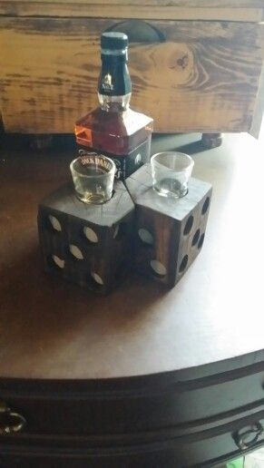 Rustic shot glass holder based on dice. Made from reclaimed palletwood. #rustic #reclaimedwood #woodworking #industrial #palletwood