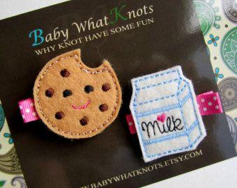 Hair Clips Hair Clippie Barette Owl Cupcake di BabyWhatKnots