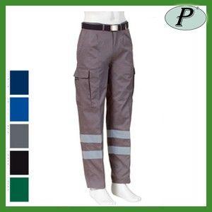 Pantalon gris con bandas reflectantes de alta visibilidad. Pantalón multibolsillos de varios colores disponibles. Dos bandas reflectantes en cada pierna