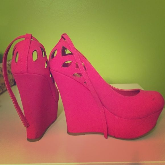 Hot pink wedges size 6/7 Light weight wedges really comfortable! Gently loved. cute color! Rue 21 Shoes Wedges