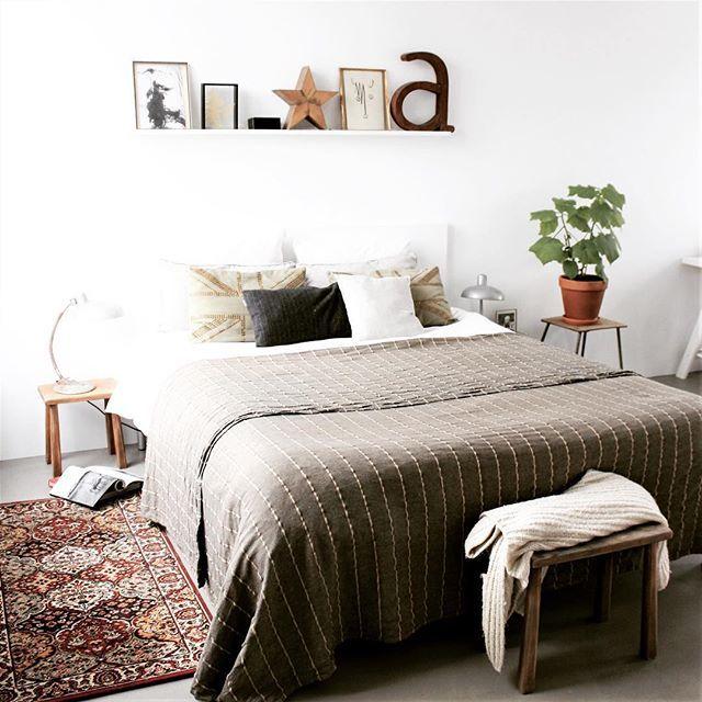 Nieuwe kamer, nieuwe blog (en ja, link in bio) #blog #bedroom #plants #musthave  #styling #interieur #interiør #  Add boho to bedrooms.
