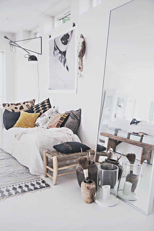 #bedroom #scandinave #blanc le blanc réchauffé par une multitude coussins