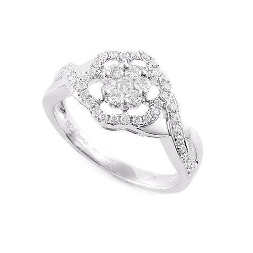 6 petal flower engagement ring #flowerRing #engagement #proposal #luxury #diamond #flowerEngagementRing