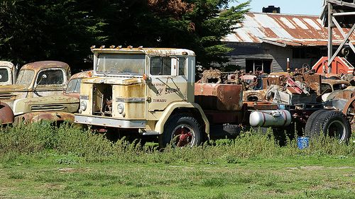 abandoned International ACCO C1800 (AUS)
