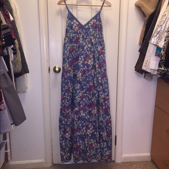 Mavi Jeans Maxi Dress Sz M This is a wonder blue floral printed maxi dress with an under slip. It's been worn only once and is in excellent condition. It has adjusts shoulder straps and is 100% cotton. Mavi Dresses Maxi