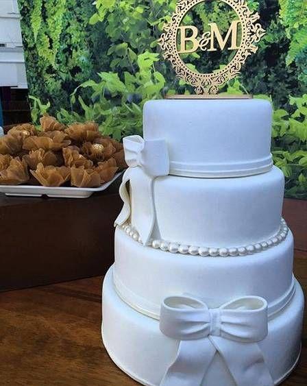 Bolo clássico para a recepção do casamento