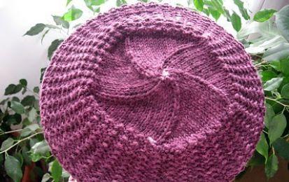 Schemi maglia: il cappello in stile Parigi - Un cappello molto trendy per il vostro inverno 2011. Vi proponiamo lo schema per realizzare il cappello in stile parigino da indossare con il vostro look preferito