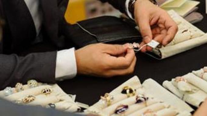 #Arezzo dal 26 al 28 ottobre 2013  Più di 200 delle migliori aziende orafe ed argentiere presenteranno, con le loro collezioni, la qualità della produzione italiana orafa e del bijoux high level #madeinitaly #artigianato