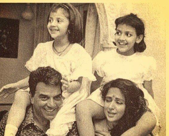 Ahana and Esha are seen with their parents Dharmendra and Hema Malini.