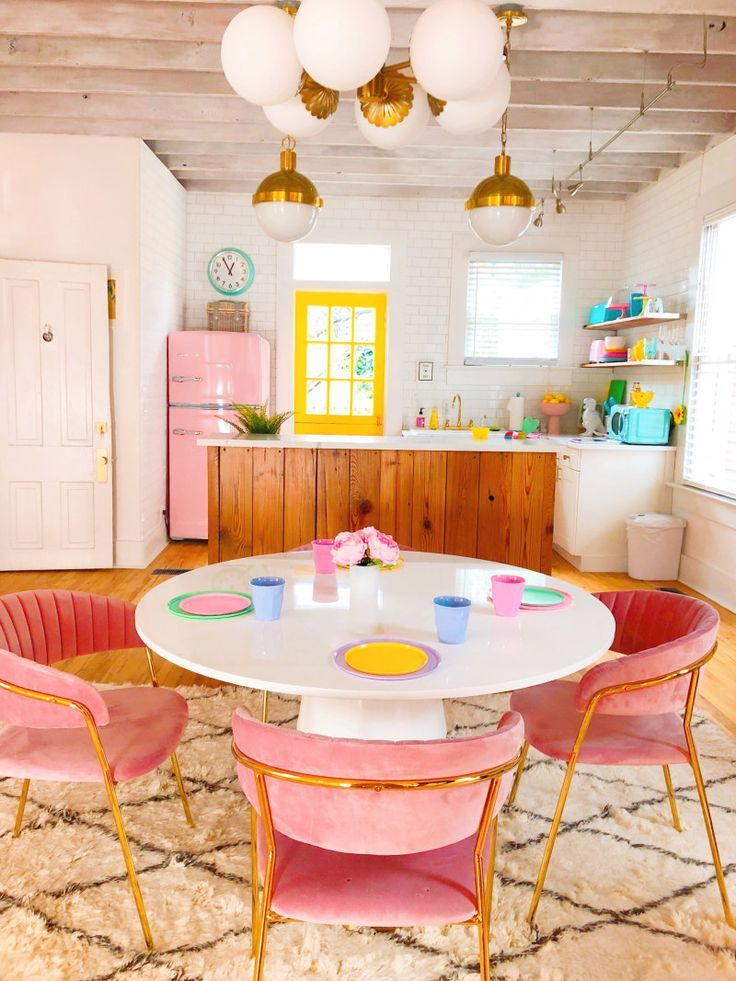 Tour A Colorful Airbnb Designed By Blogger And Instagrammer Sophie Loghman Retro Home Home Decor Retro Home Decor