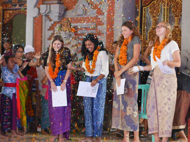 Jessie, Pallavi, Leonie and Coline getting surprised by confetti!