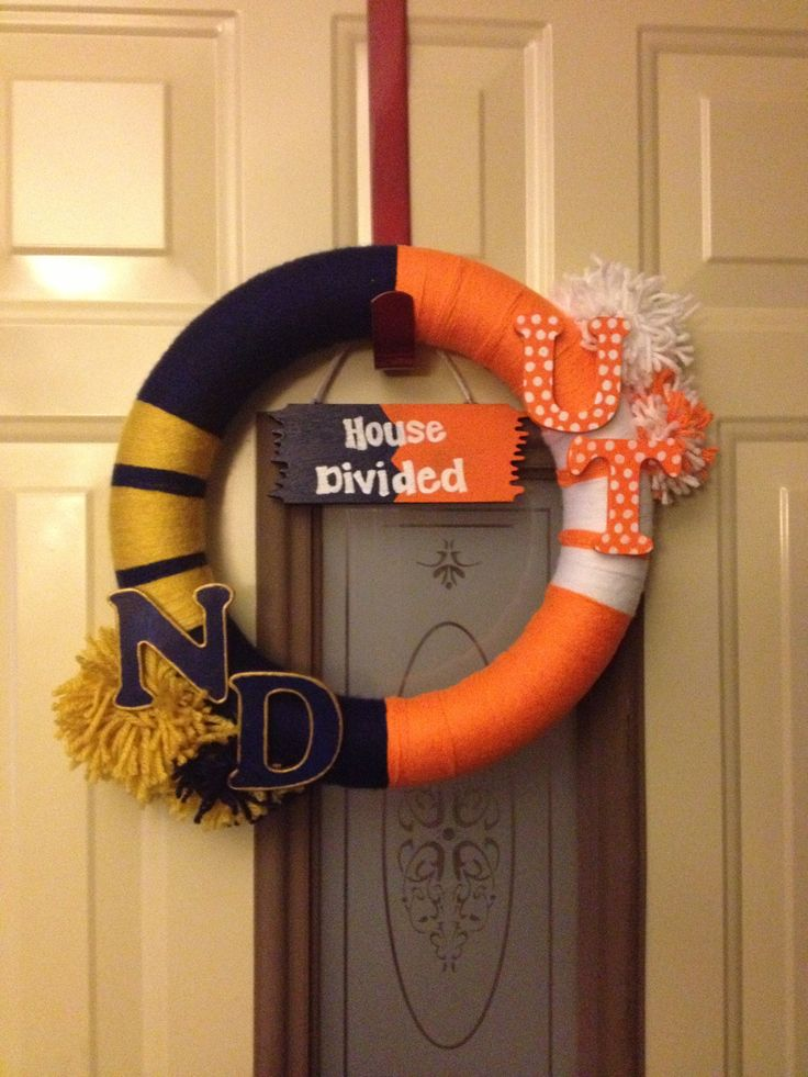 House divided college football wreath Notre Dame Fighting Irish/ University of Tennessee Vols!