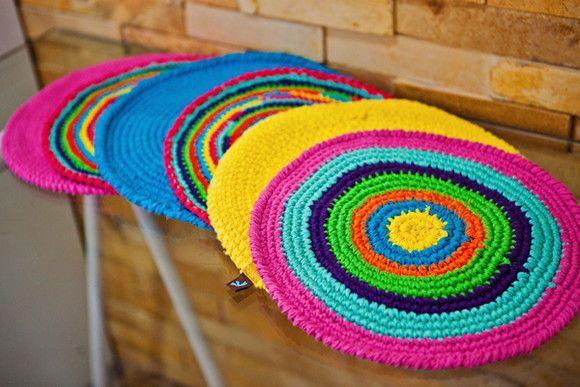 Jogo americano de crochê para alegrar qualquer refeição.