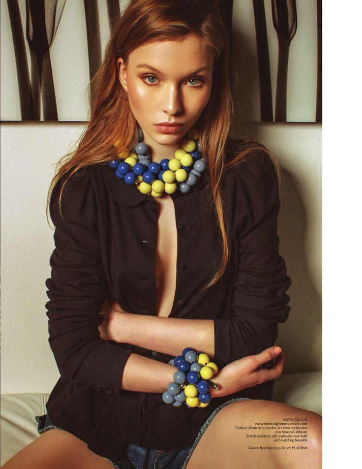 Gli accessori di Mirta Bijoux, dai colori tenui, solari o vivaci , regalano un'allure idilliaca ma anche frizzante, adatto ad ogni genere di look , dal new romantic al pop , ma tutti estremamente iperfemminili. MIRTA BIJOUX 100% MADE IN ITALY