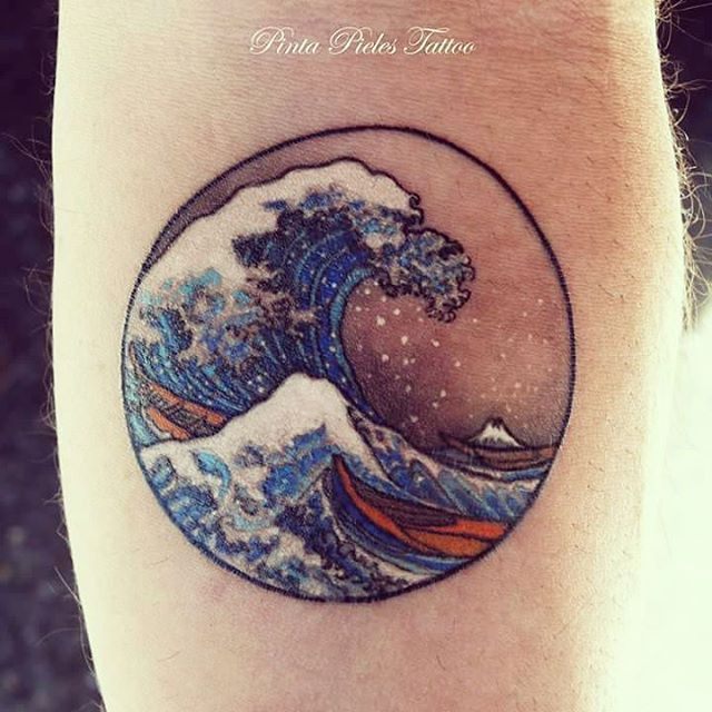Detailed Hokusai Wave Tattoo by Pinta Pieles Tattoo