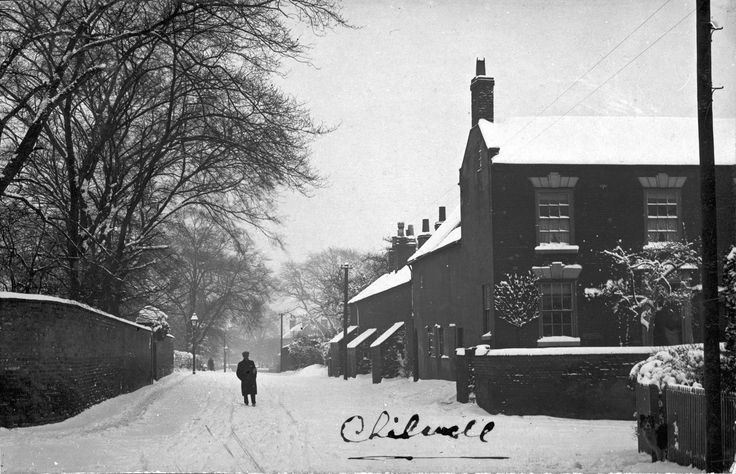 Junction of High Road and Cator Lane, Chilwell, looking towards Beeston. Photo dating from around 1906? The area has changed beyond rocognition over the last century.