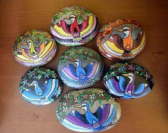 Coleccionables de Mandala Kingfisher exclusivo, pintado a mano en Mediterráneo suave Rock.