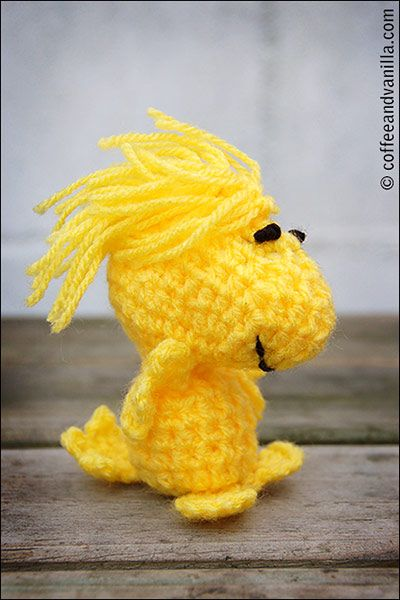 Amigurumi Woodstock Pattern : DIY Crochet Snoopy Outfit and Woodstock Toy from
