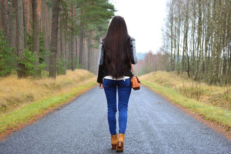 długie ciemne włosy