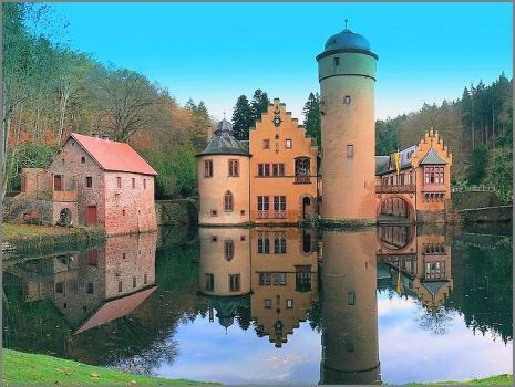 Mespelbrunn Castle, Germany (63 pieces)