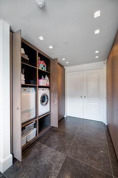 Mooi washok waarbij deuren weggeschoven kunnen worden.