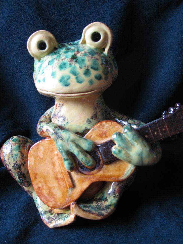 Лягушка с гитарой: