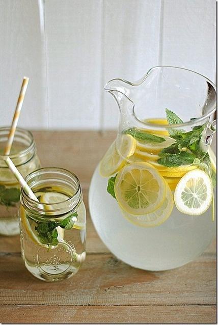 Lemon Water with Fresh Mint, muy sencillo!