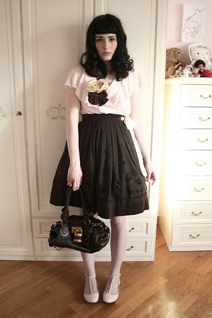 Lovely Casual Lolita coord. Love the shirt and the shoes, such a beautiful combo.