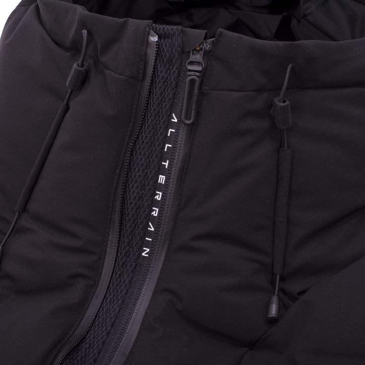 The Descente Allterrain line is all about Form follows Function. Putting design considerations second to those of functionality. The award winning Mizusawa Down Mountaineer Jacket is the highest spec model from their Mizusawa Down range....
