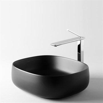 Seme 1 firkantet håndvask i porcelæn til bordplade designet i Italien.