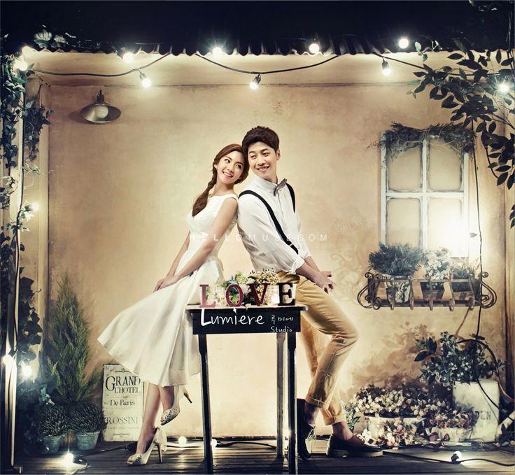Korea style pre wedding photo shoot at night