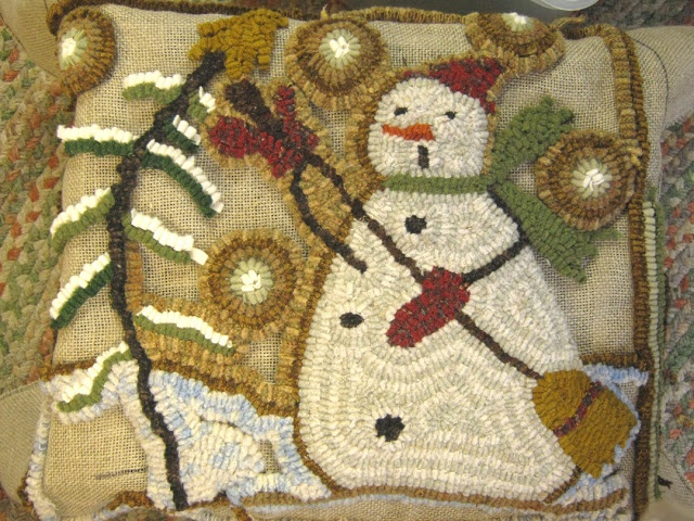 Snowman #rug Hooking Like The Golden Background