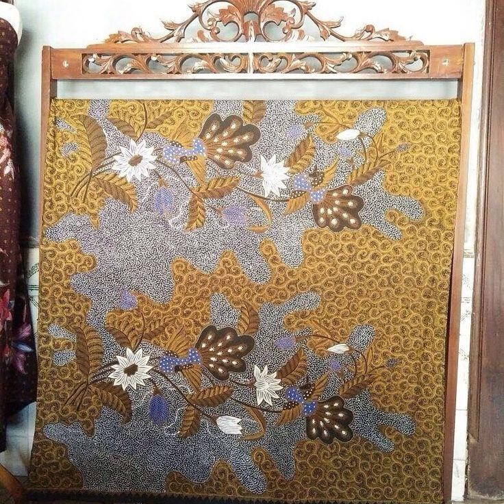 Galeri Amba Budaya Batik Kudus Merawat Tradisi Kearifan Adat Budaya Lokal  Batik Full Tulis motif  Burung Merak Buketan Matahari  www.batikkudus.web.id