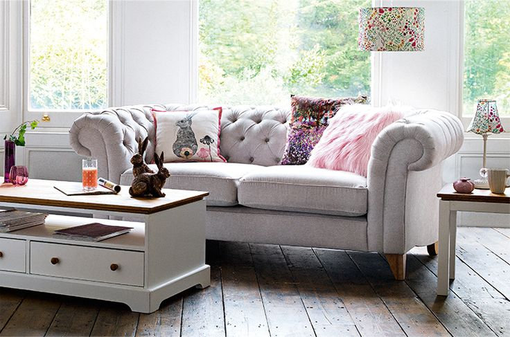 This sitting room says Spring to me. Pink and pale grey looking good