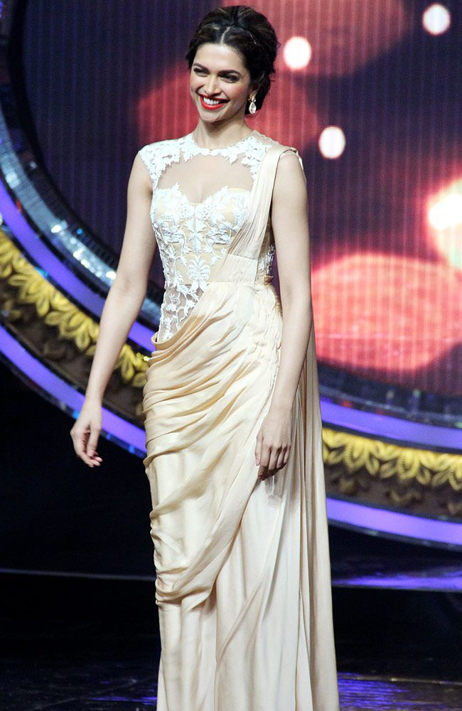 Deepika Padukone on the sets of Indian Idol Junior. #Bollywood #Fashion