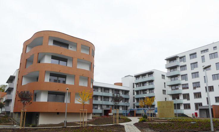 Das Projekt Atrium Kobylisy hat einen weiteren Meilenstein erreicht. Am 13.10. erfolgte eine Untersuchung der örtlichen Prüfungskommission und nach deren Beendigung gab es zum Abschluss der Bauarbeiten eine kleine, informelle Feier zusammen mit unseren Auftragnehmern. Im Angebot sind noch die letzten vier freien Wohnungen, die Sie hier ansehen können: http://www.atrium-kobylisy.cz/en/available-apartments