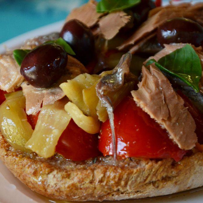 Fresella mangiata a Pozzallo - Dieta mediterranea - Hotel Calanca - Marina di Camerota #iomangioitaliano