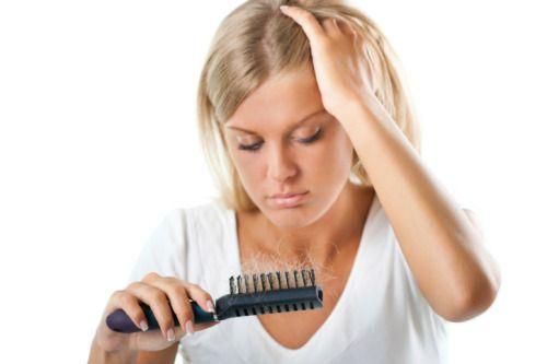 yestiloyvida:      Texto: Male Cleris    El cabello graso afecta a las mujeres en todas las etapas: tanto en la pubertad, como en la adolescencia y antes y después de la menopausia. Si lo sufres, no t