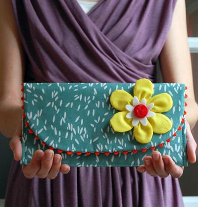 fat quarter clutch tutorial with free pattern.