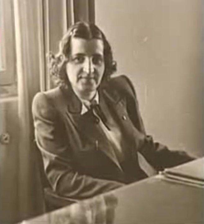 Sabiha Rıfat Gürayman, ilk kadın inşaat mühendisimiz, Anıtkabir inşaatında baş mühendis olarak çalıştı,aynı zamanda ilk kadın voleybolculardan. (1919-2003)