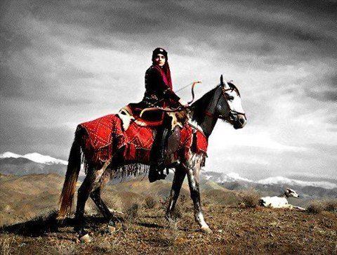 Ey kahraman Türk Kadını! Sen yerde sürünmeye değil, omuzlar üzerinde göklere yükselmeye lâyıksın. Başbuğ Atatürk..