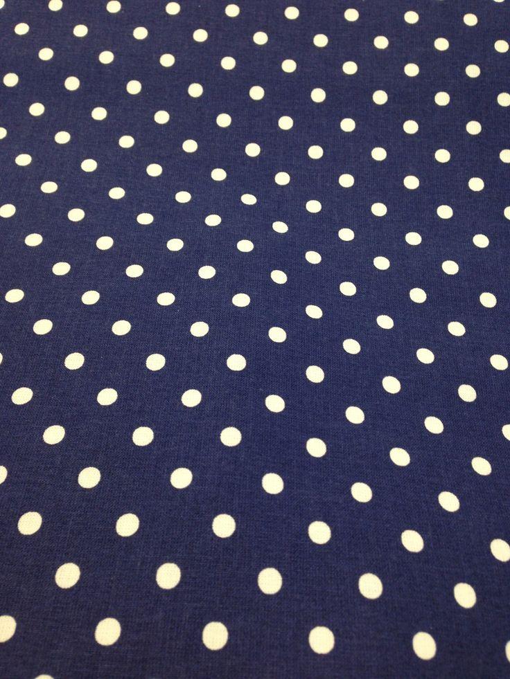 Tessuto in 100% cotone, altezza 140cm, peso 140 gr/m2. Utilizzo per accessori, cuscini, tende, sacchetti, copertine, lenzuoli, federe, biancheria.