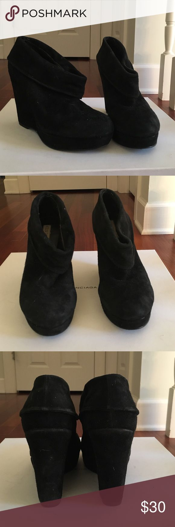 Kelsi Dagger Black Suede Booties Kelsi Dagger Black Suede Booties. These are so adorable and in great condition. They look good with jeans leggings dresses and are so comfortable Kelsi Dagger Shoes Ankle Boots & Booties