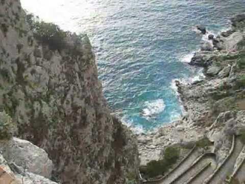 CAPRI L'isola di Capri è un'isola nel golfo di Napoli. Situata di fronte alla penisola sorrentina, è celebrata per la sua bellezza sin dai tempi dell'impero romano.I principali centri abitati dell'isola sono Capri, Anacapri, Marina Grande mentre l'altro versante marino di Capri, Marina Piccola risulta meno abitato e ancora più soggetto al fenomeno del...