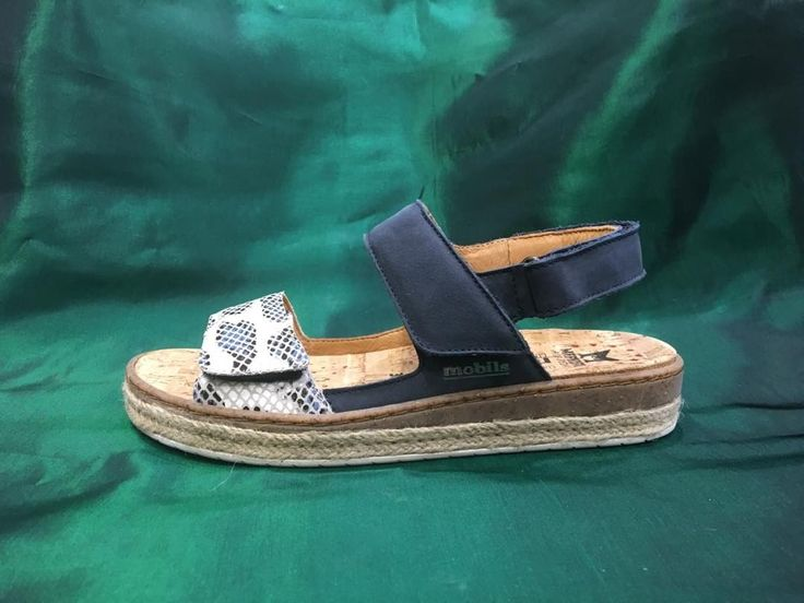 Hi Ladies our newest arrival in our Mobils collection of the Alysee in Navy #newarrivals #sprng2017 #summer2017 #alysee #mobils #mephisto #mephistoedm #mephistoedmonton #mephistoyeg #comfort #fun #funky