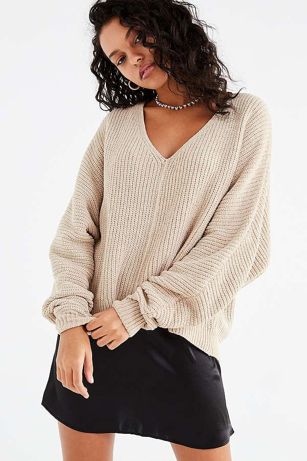 comfy sweater szn . . . . UO Oversized Chenille V-Neck Sweater  f77ee63b9