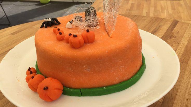 Halloweenkage med havtorn og appelsin     Den store Bagedyst 2016