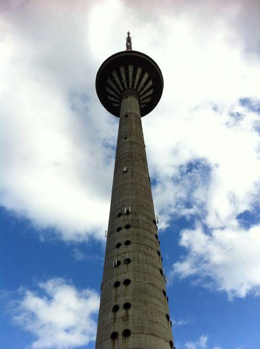 Teletorn TV-torni on Tallinnan tunnettu maamerkki. Näköalatasanne 170 metrin korkeudessa.