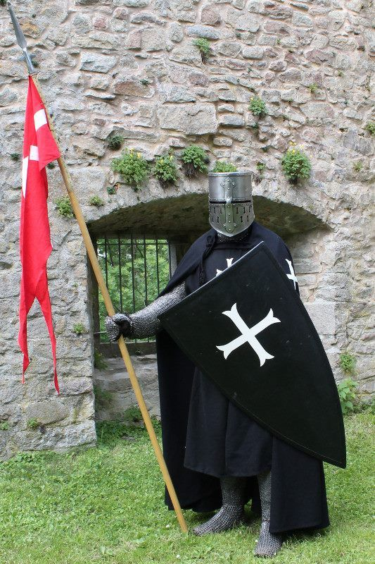 Reenactor - Hospitaller Knight around 1250c - Buy a commemorative Military Miniature of a similar Knight from Treefrog Treasures Military Miniatures!